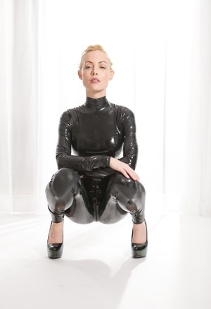 Free Latex Pussy Pictures
